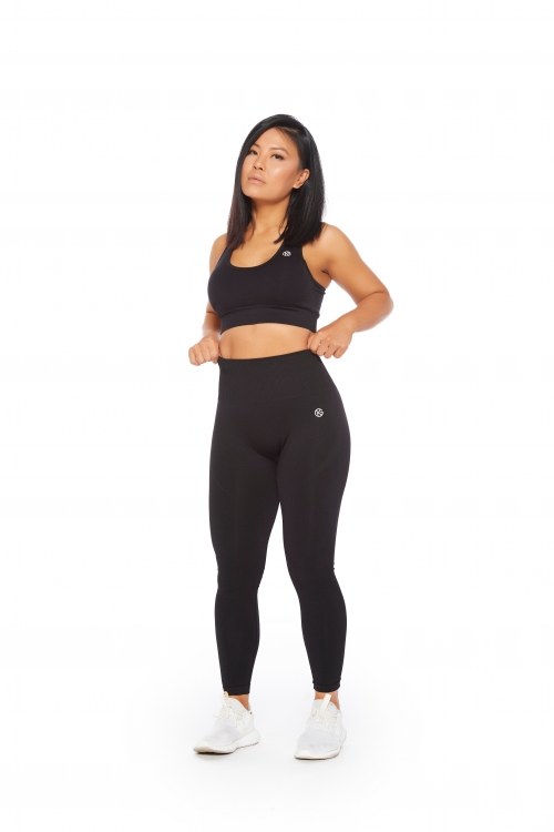 seamless black leggings and sports bra